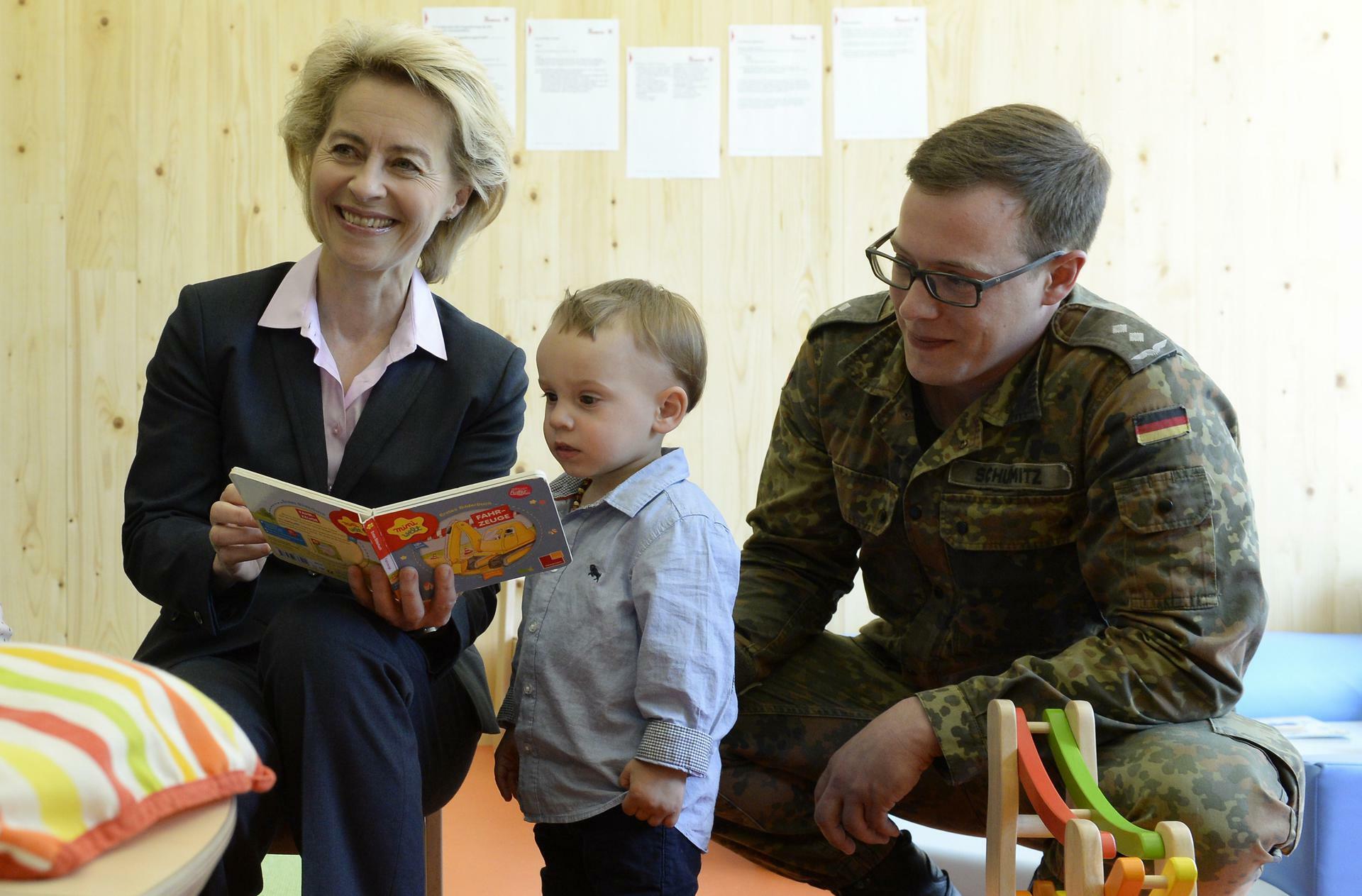 Erste Eröffnung Von Der Leyen Wirbt Für Bundeswehr Kitas