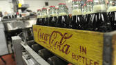 huGO-BildID: 28389266 FILE - In this Tuesday, Oct. 9, 2012, photo, bottles in the last run are prepared for crates at the Coca-Cola Bottling Company in Winona, Minn. Nearly 6,000 6.5-ounce returnable glass bottles were filled for the last time after 80 years of production. (Foto:Winona Daily News, Andrew Link/AP/dapd) dapd