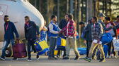 "huGO-BildID: 50965142 FILE epa04970678 Eritrean asylum seekers arrive after disembarking an Italian Financial police aircraft that left from Rome's Ciampino airport earlier, at Lulea Airport, Kallax northern Sweden 09 October 2015. The 19 Eritreans arriving in Sweden is the first group of refugees under the European Union's new resettlement program aimed at redistributing asylum-seekers from hard-hit receiving countries. EPA/ROBERT NYHOLM SWEDEN OUT (zu dpa ""Schweden kann Flüchtlinge nicht mehr unterbringen"" am 05.11.2015) +++(c) dpa - Bildfunk+++ dpa"