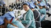Arbeiterinnen in einer Textilfabrik in Ost-China AFP