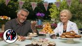 Frauenschwarm Paul Hollywood und die stets elegant gekleidete Mary Berry. Picture Alliance