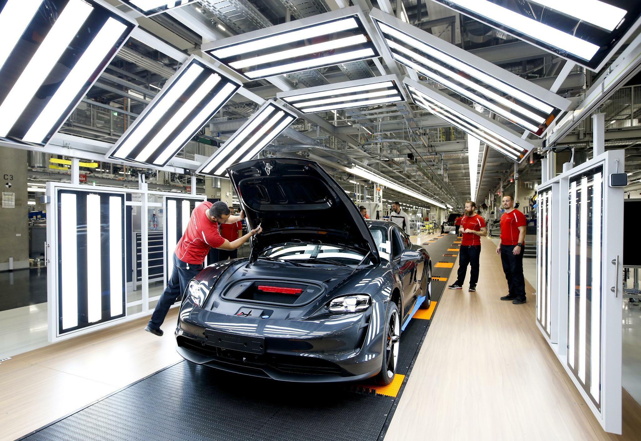 Betriebsräte von Daimler, BMW und VW fordern sachliche Umweltdebatte