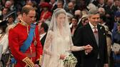 William and Kate vor dem Altar mit Vater Michael Middleton. Quelle: dapd