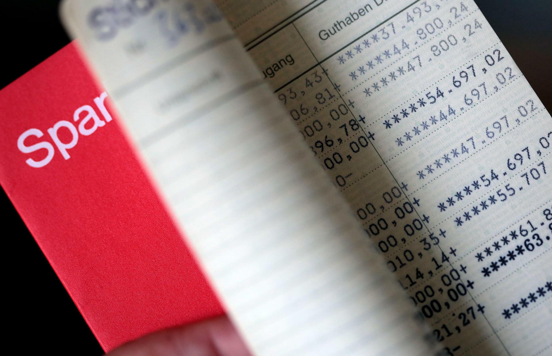 Verbraucherschützer Testen Sparbuch Weg Das Wird Teuer