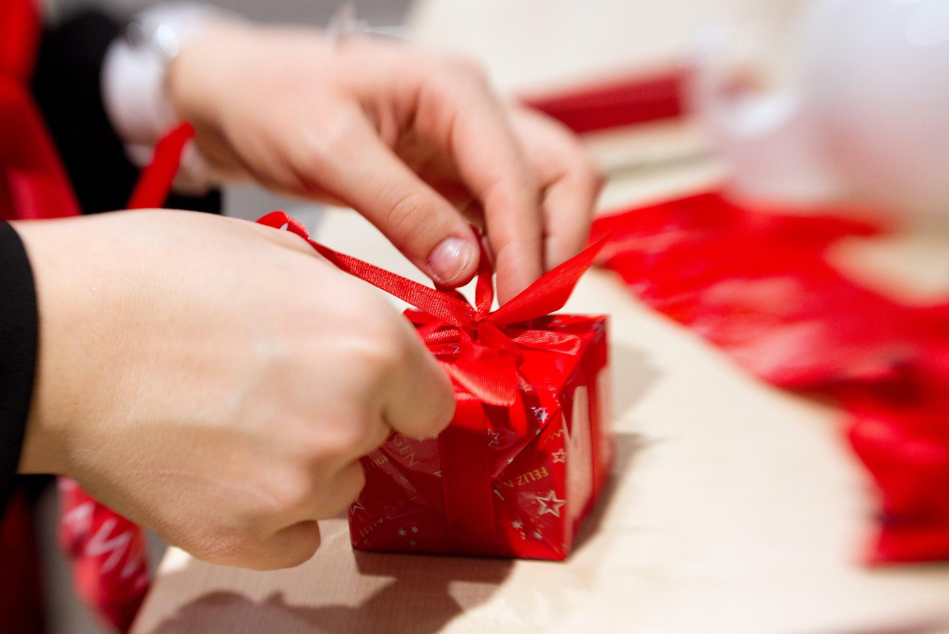Die Schlechtesten Weihnachtsgeschenke.Korruptionsgefahr Vorsicht Weihnachtsgeschenk